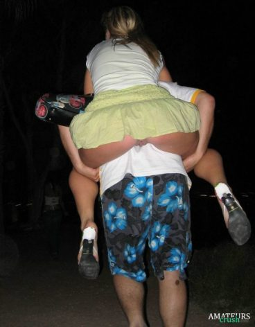 accidental upskirt while her friend lift her up on his back showing her rear pussy