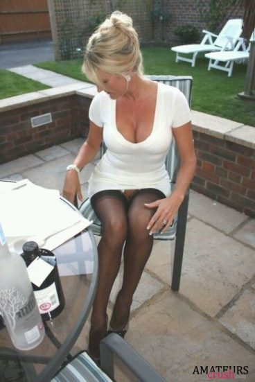 MILF sitting on the chair with no panties having a oops pussy moment
