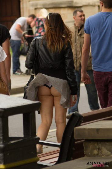 hard wind causing oops upskirt showing tight amateur ass in the streets