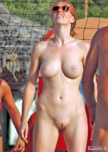redhead showing her big tits and camel toe in natural nude pic