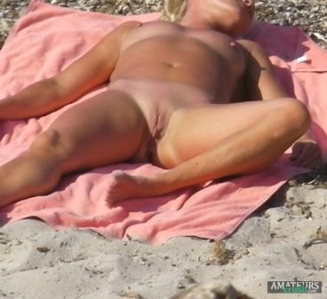 nudist voyeur on the beach sleeping with her legs open showing her pussy and tits