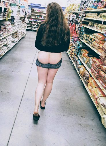 Tight ass flashing of sexy girlfriend walking in store with her pants down