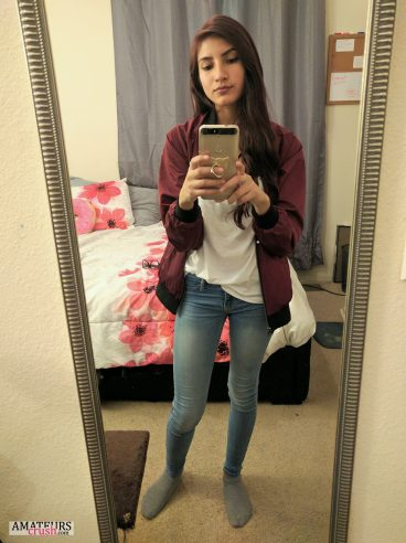 Sexy teen fully clothed making a selfie with tight jeans on