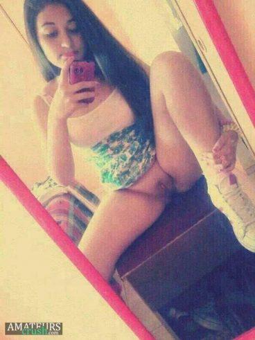 Teen spreading her legs in bottomless girls selfie pic