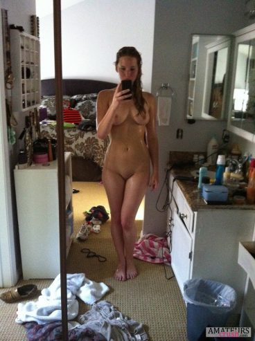 Jennifer Lawrence Naked selfie while she's very wet just coming out of shower