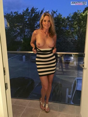 Blonde MILF Jodi West flashing her amazing tits