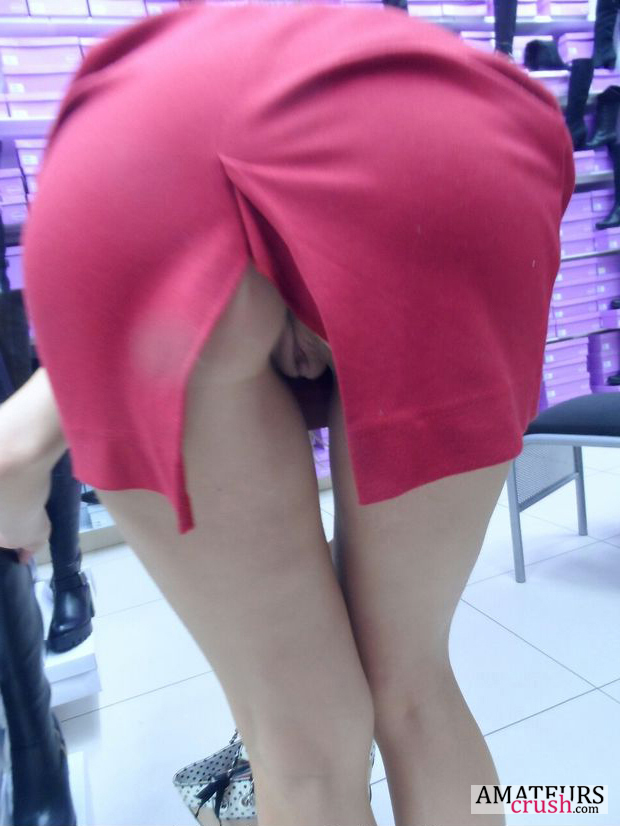 Teen in skirt bent over showing pussy, women shows tits