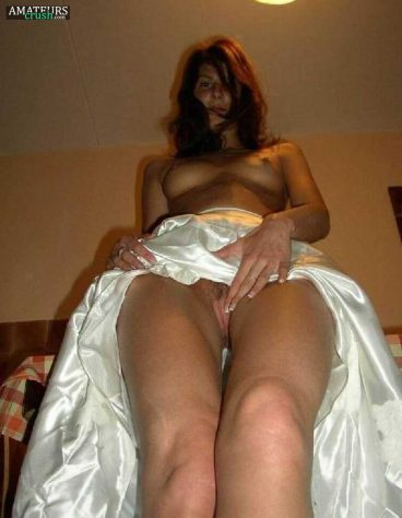 Naked brides rubbing her pussy and showing amazing juicy tits