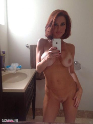Gorgeous redhair wife with her hips to the side in nude milf selfie