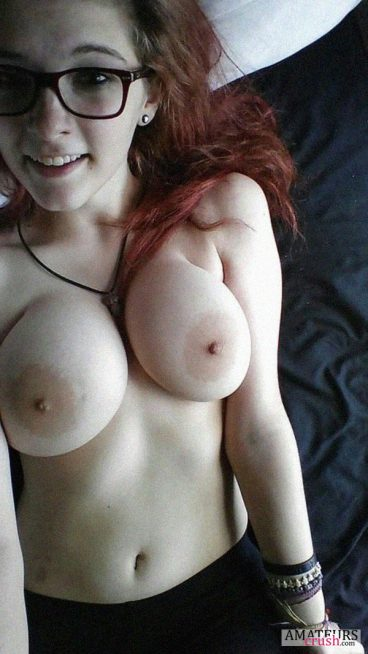 Petite busty redhead girl with glasses in nude selfie
