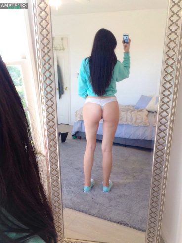 Sexy Asian girl showing her tight ass in selfie