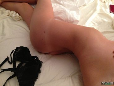 Curvy bootoy Kate Upton nudes leaks on bed