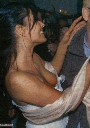 Voyeur wardrobe malfunction of sexy downblouse showing tits