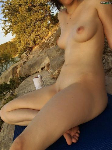 Ex naked Asian girlfriend outdoor nudity pic leaked