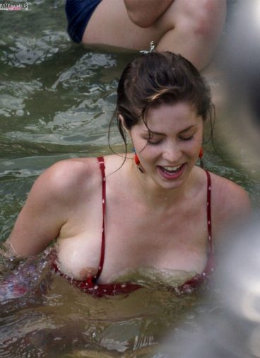 Boob oops in water of wet brunette babe