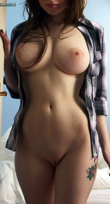 Curvy girlfriend with big natural tits pic