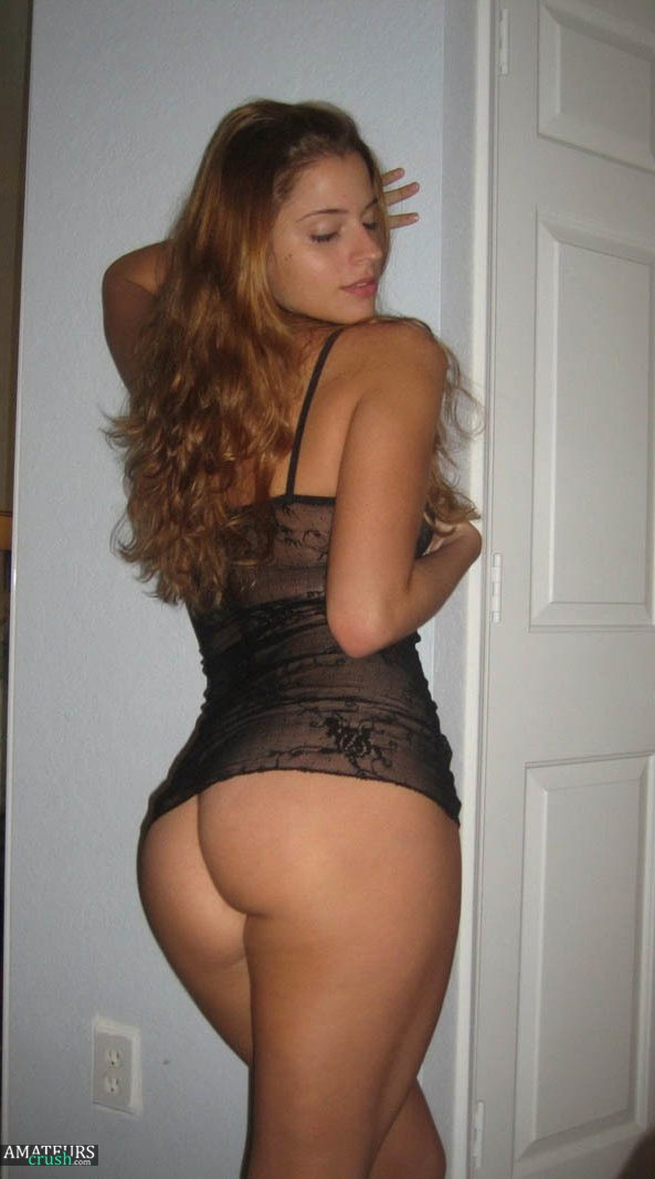 Slutty ex girlfriend in sexy lingerie showing her tight ass pic leaked