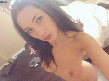 Leaked out hot naked Avari Rain selfie in bedroom