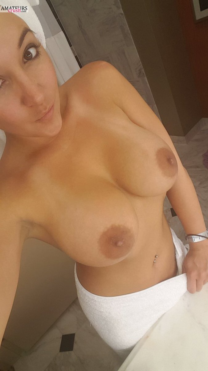 Perfect tits selfie milf