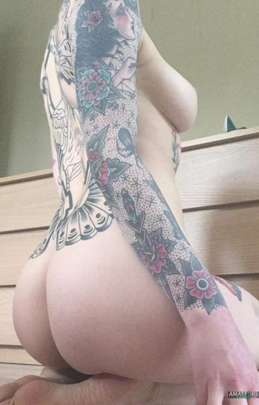 Sexy tattoo girl showing her sidieboob and fantastic ass pic