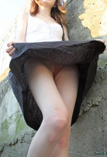 Public sexy upskirt pussy pic outdoor with no panties on