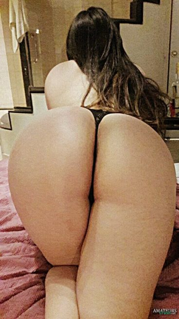 Big butt latina porn pic crawling on bed with her juicy fat ass