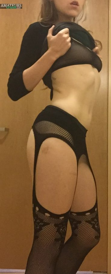 Secretary teasing strip pic showing her curves by lifting up her dress