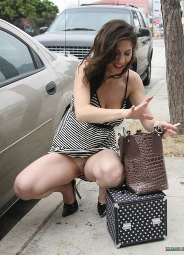 MILF no panty upskirt pussy oops in public while squatting