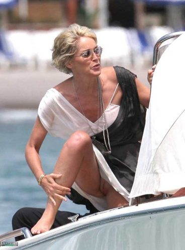 Hot MILF upskirt o vagina oops on a public boat with one leg up