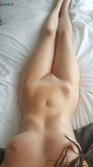 Hot naked girls Tumblr slut on bed selfie of perfect body