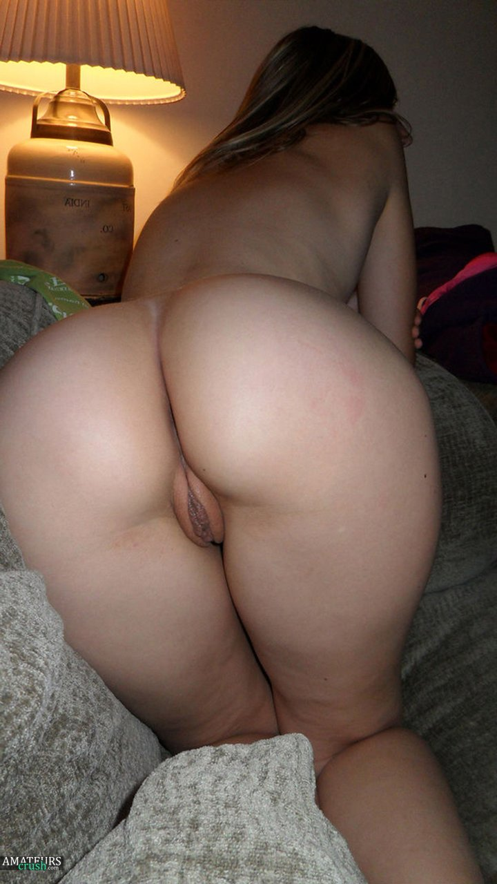 Nude Women Bent Over Collection Part II - AmateursCrush.com