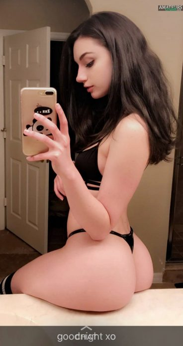 Babe with tight ass resting on counter selfie pic