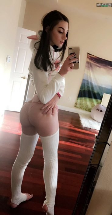 Tight bubble butt ass camgirl Katie in snapchat