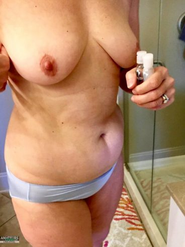 Homemade porn of beautiful naked tits of amateur wife Liz Green in blue panties