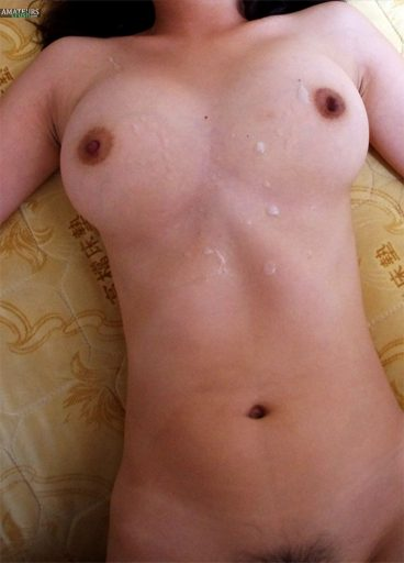 Cumshot over Chinese tits girlfriend in homemade porn pics