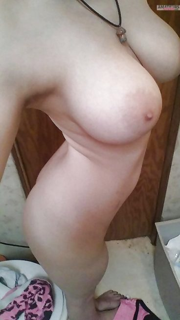 Naked body selfie of beautiful ginger college girl with big tits