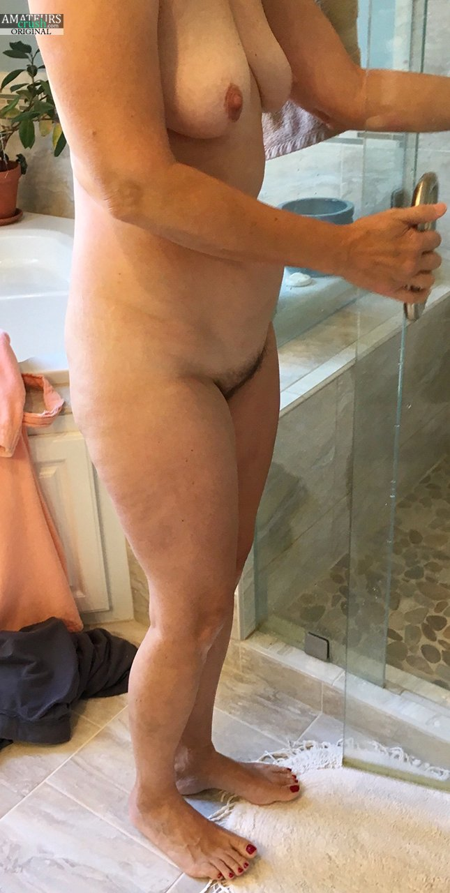 Amateur exhibitionist shower