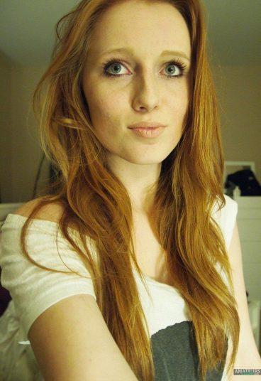 Cute sexy redhead FayMougles selfie