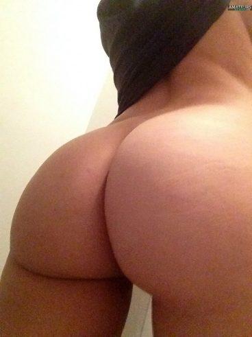 Selfie Emily Ratajkowski nudes amateur bubble butt