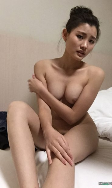 Hot naked China girlfriend pic a little bit annoyed