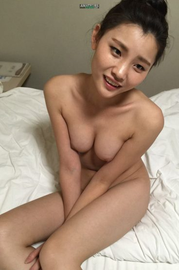 Lovely Chinese nude tits photo