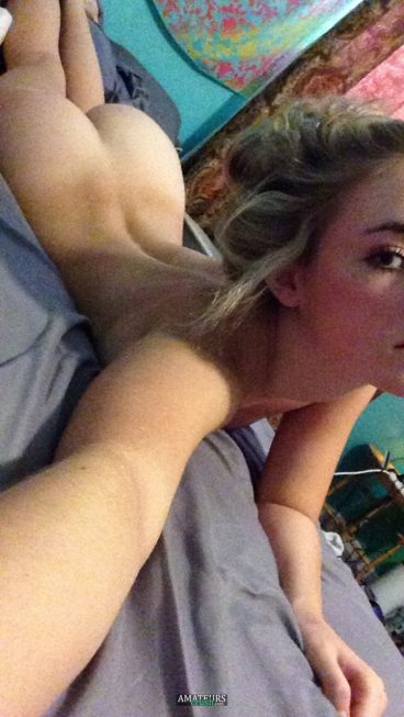 Hot nude teen blonde on bed taking a selfshot