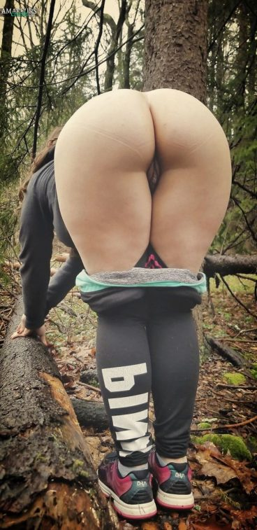 Huge bent over public ass pussy voyeur pic