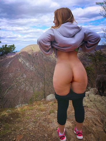 Tasty PAWG flashing ass pic with super nice view