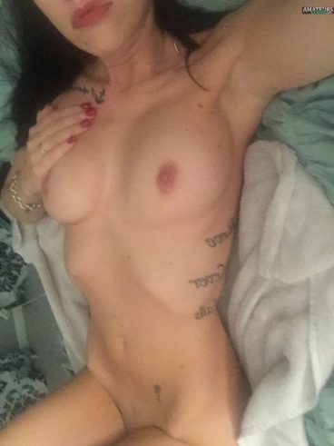 Naked MILF selfshot tits on bed