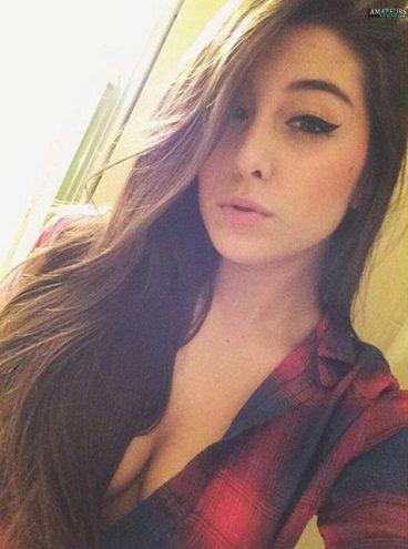 Young sexy teen girl brunette selfiepic