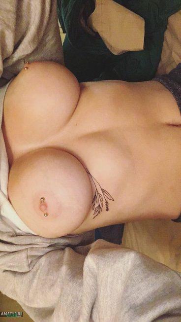 Amateur big boob EvieBaby selfiepic of her tits