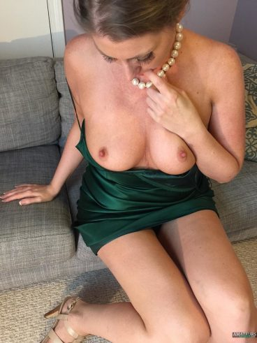 Natural naked big tits freckled wife