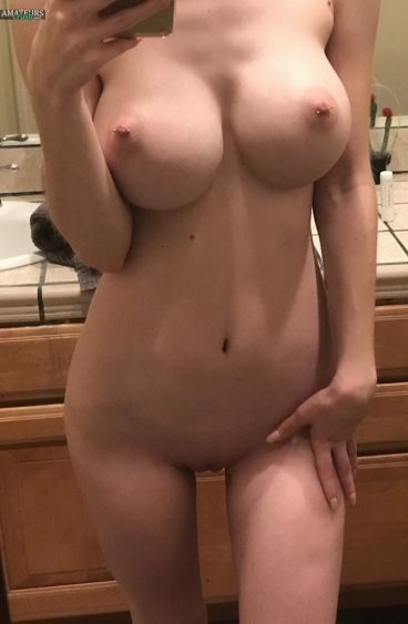 Perfect naked porn star with big tits pussy selfshots