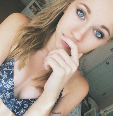 Naked blonde teen cutey Emilie nudes FI
